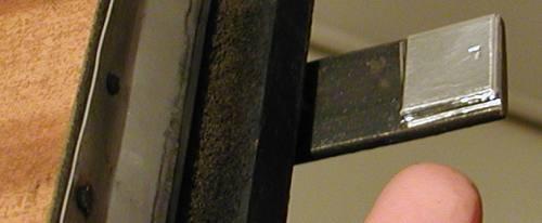 aktivní ploška páčky na dveřích